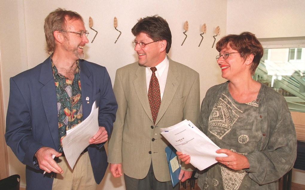 Tre kjente skikkelser fra lærerforbundene på 1990-tallet (og senere): Lærerforbundets leder Anders Folkestad, Lærerlagets leder Helga Hjetland og utdanningsminister Reidar Sandal (midten). NTB-foto: Lise Åserud
