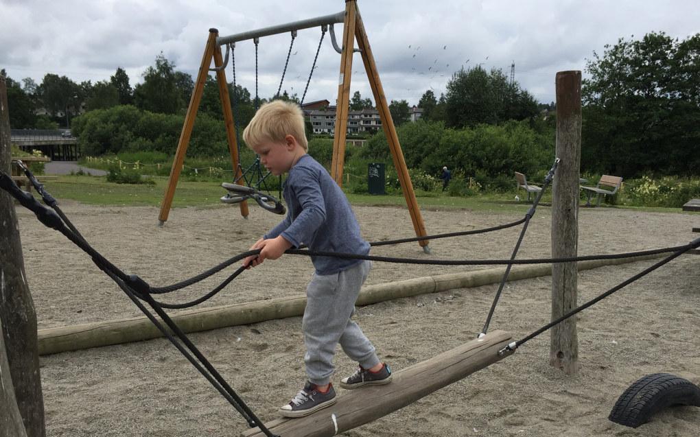 Lekens plass, som var underkommunisert i stortingsmelding 19, blir lagt mer vekt på, og barn skal ikke måles og vurderes ut fra standardiserte utbyttebeskrivelser, skriver Berit Bae om forslag til ny rammeplan for barnehagen. Foto: Paal Svendsen