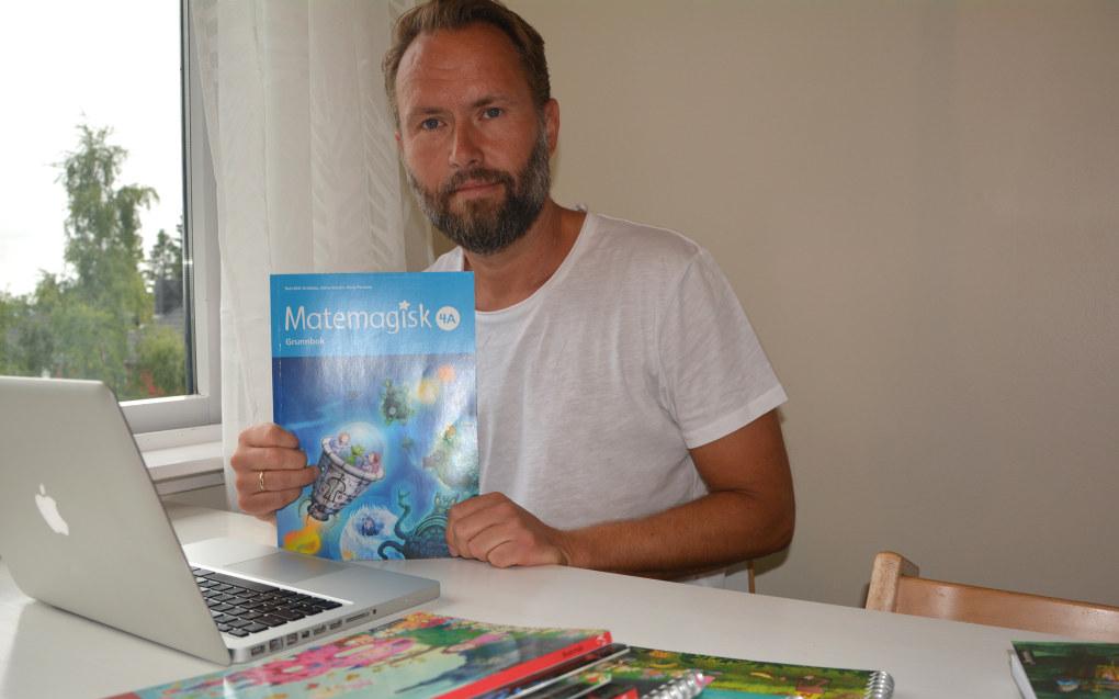 – Det har vært fem krevende, men interessante år, sier Tom Erik Kroknes om arbeidet med læreverket «Matemagisk».Foto: Svein Arne Nilsen