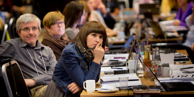 Delegater lytter til taler på landsmøtet til Utdanningsforbundet 2012.