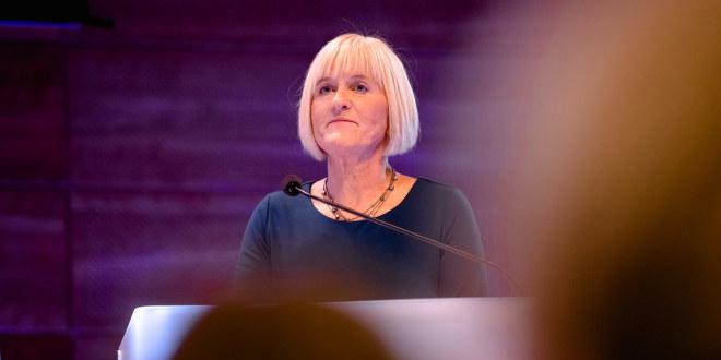 Ragnhild Lied på talerstolen