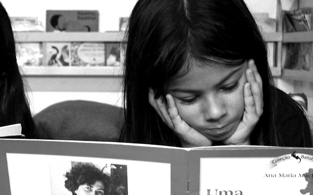 Gratis kjernetid gjer det fire prosent meir sannsynleg at barna ikkje vil hamne under grensa for kva som er urovekkjande dårleg lesing eller rekning. Ill.foto: Joana Franca, Free Images