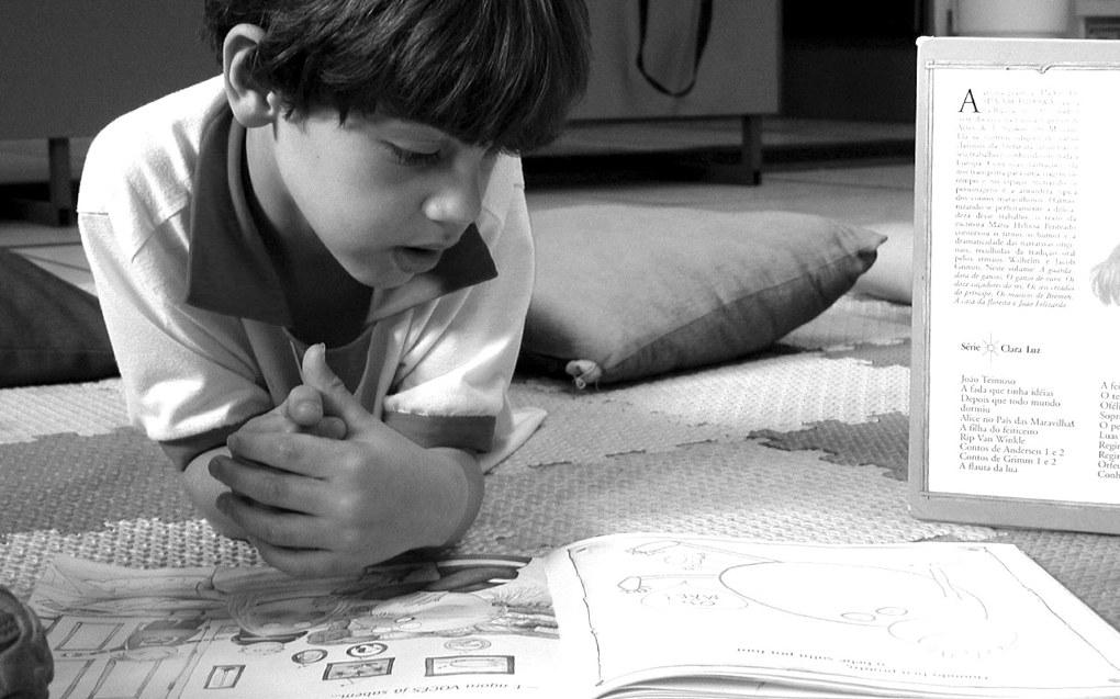 Mange barn trenger hjelp til å lære å leke. Forskning viser at flere av de barna som strever med å komme inn i leken også har manglende språkkunnskaper, skriver Marit Heesbråten. Ill.foto: Joana Franca, Free Images