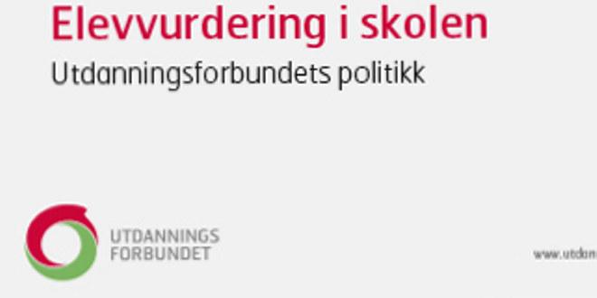 Deler av forsiden til brosjyren «Elevvurdering i skolen, Utdanningsforbundets politikk» Lysegrå bakgrunn.