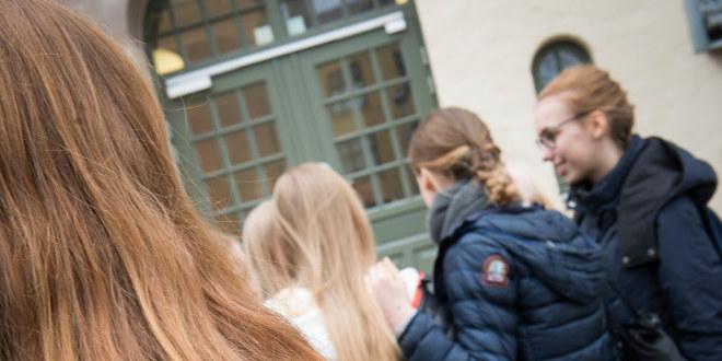 Elever i skolegård