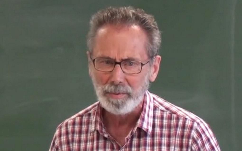 Den franske matematikkprofessoren Yves Meyer er tildelt Abelprisen for 2016. Foto: Skjermdump fra YouTube-video. Lisens: CC BY-SA