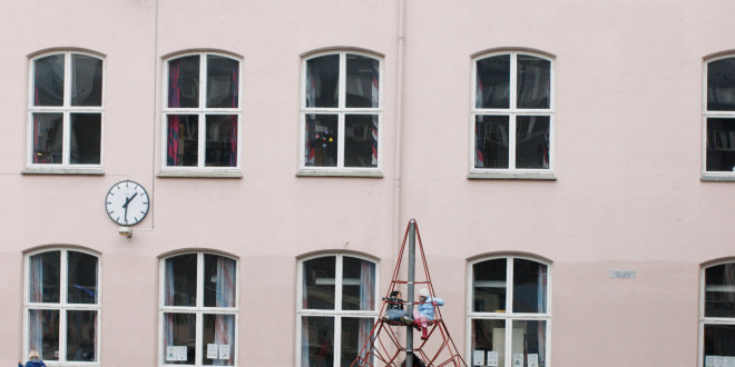 En fasade av en skole