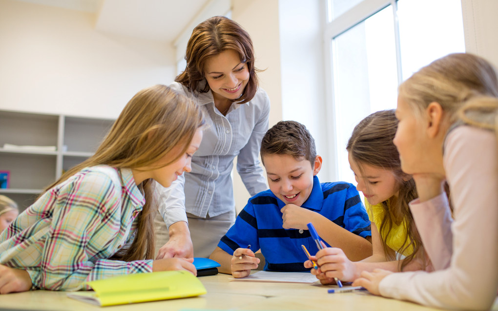 Image result for lærer med skolebarn
