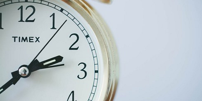Bildet viser deler av en klokkeskive.