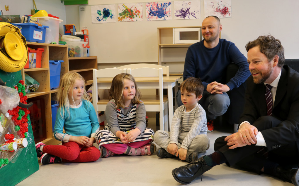 – Vi gjøre de ansattes roller i barnehagen tydelige og går fra å si hva de bør gjøre til hva de skal gjøre for at barna skal trives og utvikle seg, sier kunnskapsminister Torbjørn Røe Isaksen. Foto: Line Fredheim Storvik