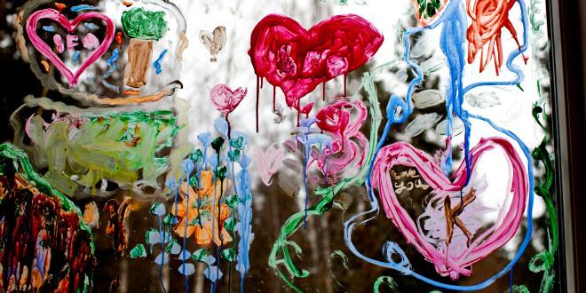 Maleri på glassplate gjort av barn