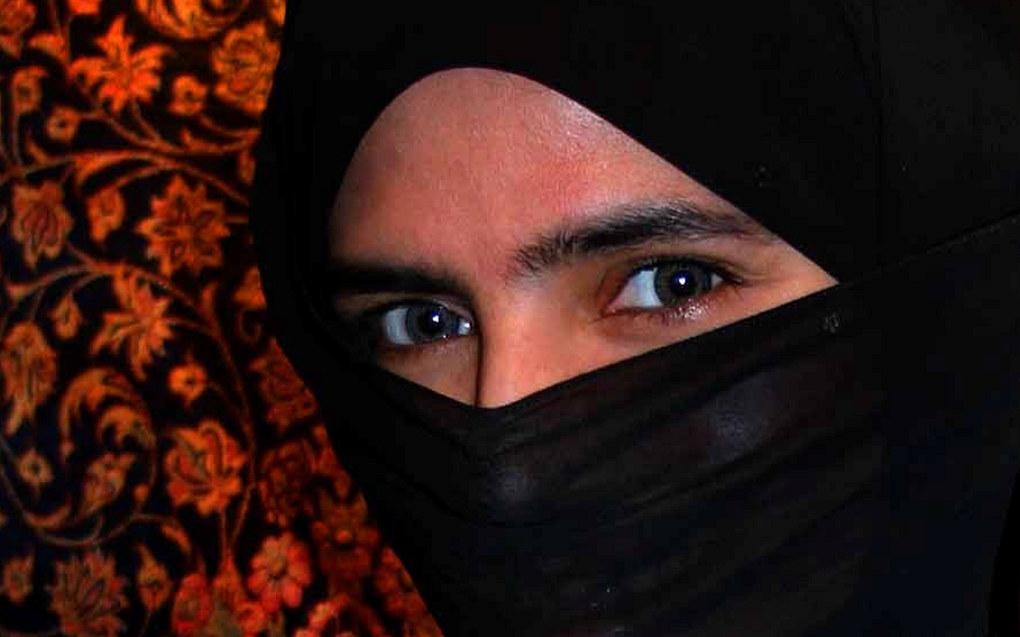 Kvinne med nikab. Nå har Justisdepartementets lovavdeling kommet med en uttalelse om lovligheten av et mulig nasjonalt forbud mot ansiktsdekkende plagg i utdanningsinstitusjoner. Foto: Steve Evans, Wikimedia commons