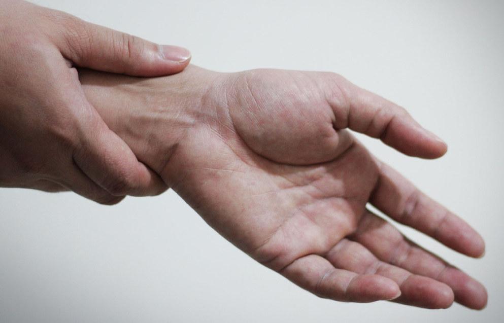 Yrkesskade i barnehagen kan for eksempel være skader som følge av fall, slag, spark eller annet. Ill.foto: Carpal Tunnel Gadgets, FreeImages