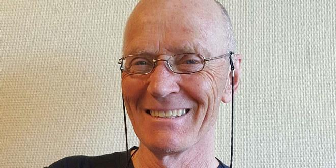 Portrettbilde av smilende rektor Arild Killi ved Dovre barneskole