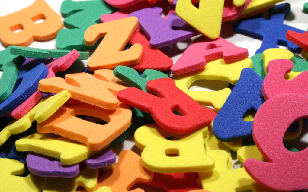 Tradisjonell pedagogikk med blant annet bøker, hverdagsvokabular og frilek med andre barn viser seg å være tilstrekkelig språkstimulering for 80 % av norske barn og inntil 50 % av barna med flerspråklig bakgrunn, skriver Heidi Aabrekk. Foto: Stephen Tainton, FreeImages