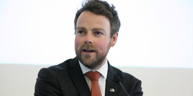 Portrettbilde av kunnskapsminister Torbjørn Røe Isaksen