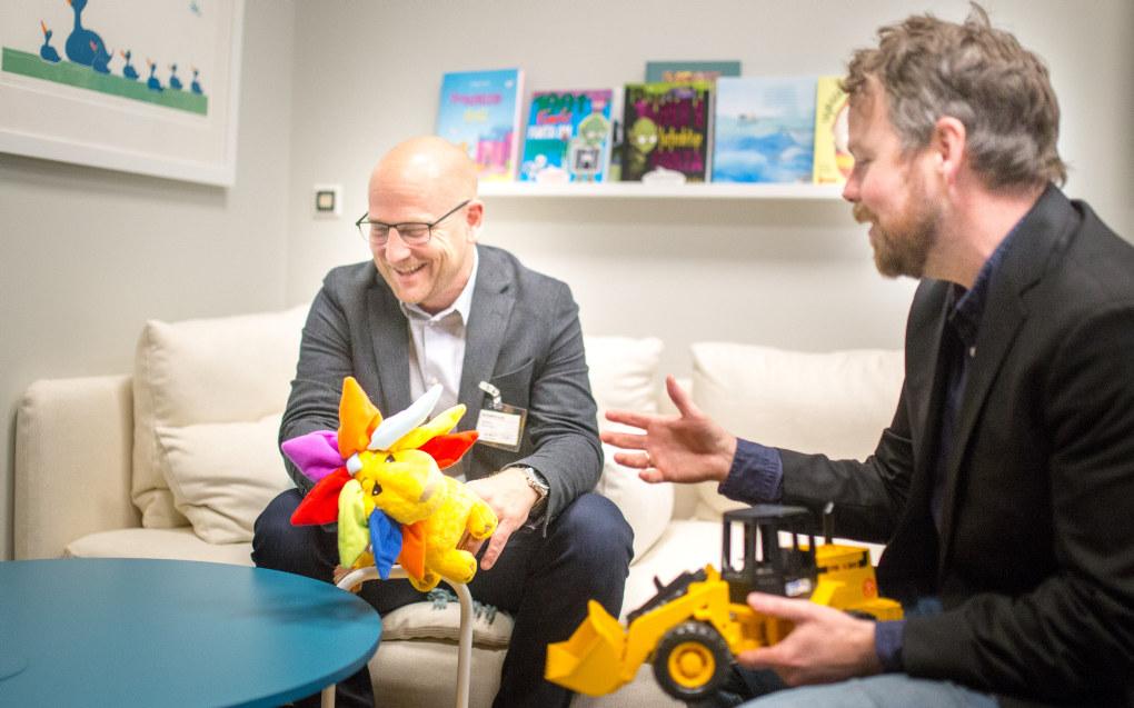 Steffen Handal (t.v) og Utdanningsforbundet  er positiv til den nye ekspertgruppen som skal se nærmere på barnehagelæreres rolle i barnehagen. Foto: Hans Skjong