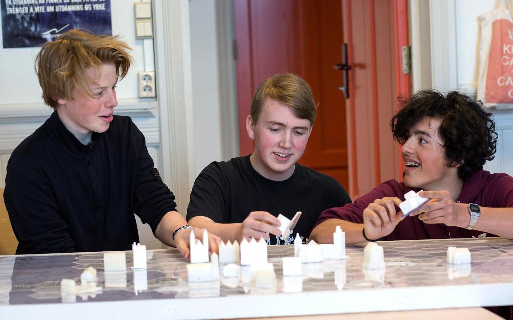 Rothaugen skole: Både Ola Schei, Sebastian Lavik og Andreas Krogrud fikk gode karakterer på eksamenene sine. Foto: Silje Katrine Robinson