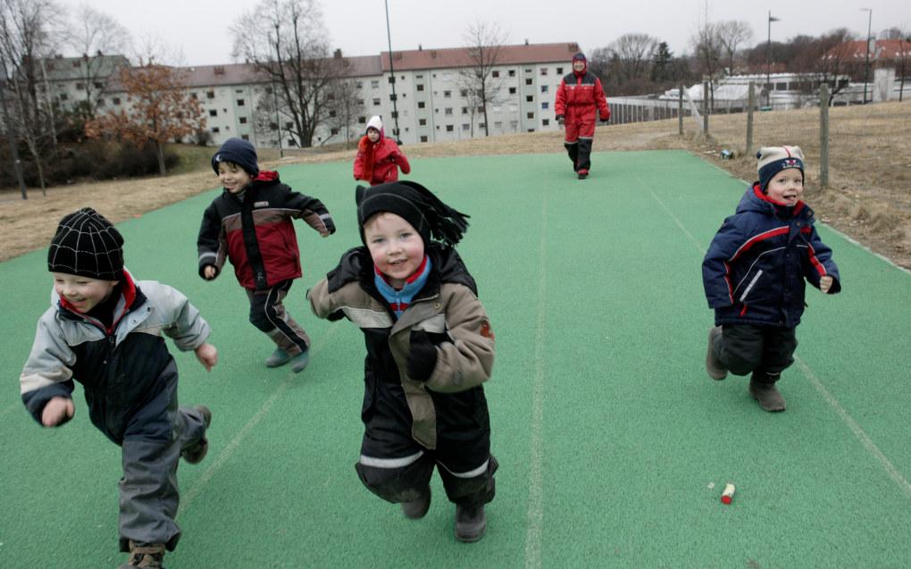 Alle kommuner skal ha plikt til å tilby samiskspråklig barnehagetilbud, krever Samisk språkutvalg. Her ser vi barn i den samiske barnehagen Ola Narr i Oslo. Arkivfoto: Erik M. Sundt