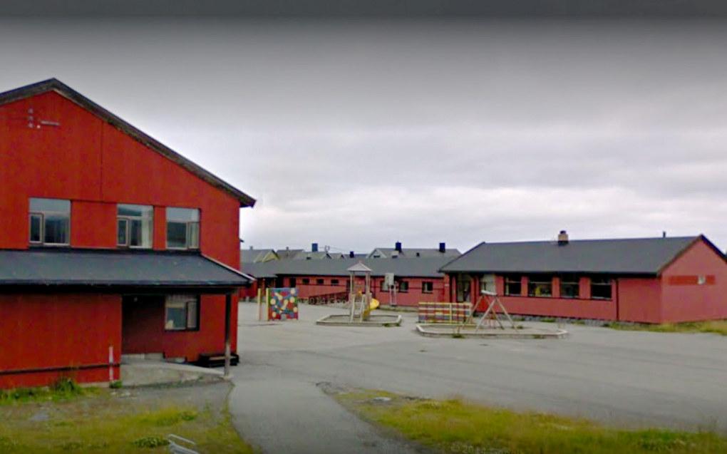 Berlevåg skole har ikke forsømt seg i forbindelse med en mobbesak, konkluderer Øst-Finnmark tingrett. Foto: Google Maps