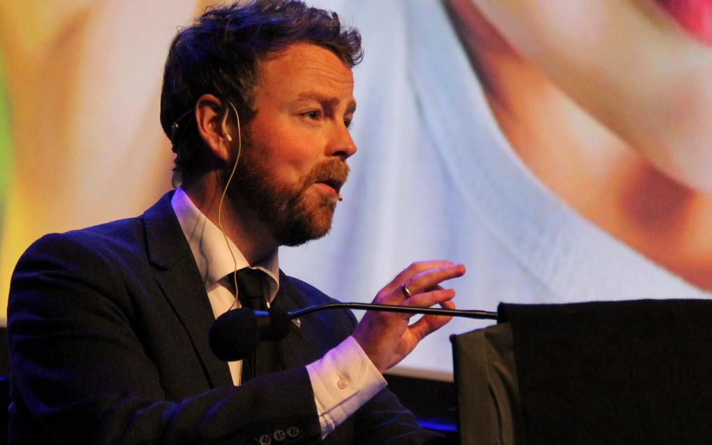 En tidligere lærer mener kunnskapsminister Torbjørn Røe Isaksen (H) bør få nobelprisen i medisin for innføringen av fraværsgrensen. Arkivfoto: Utdanning