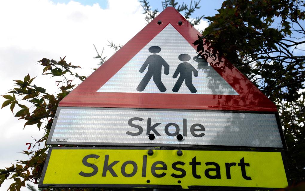 Fra skoleåret 2017/2018 blir det mer svømming for de minste barna, det kommer nye regler for å forhindre mobbing og  alle ungdomsskoler kan tilby programmering som valgfag. Foto: Terje Pedersen / NTB scanpix