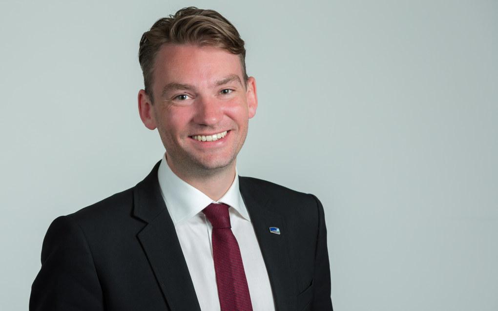 Konstituert kunnskapsminister Henrik Asheim mener det er en falliterklæring for skolene at så mange mobbesaker politianmeldes. Foto: Høyre.
