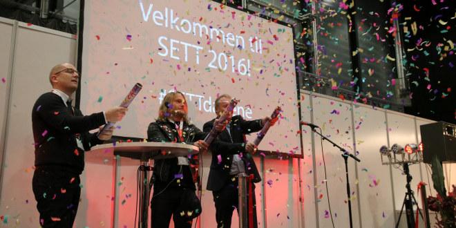 Åpningen av SETT-konferansen 2016 på Lillestrøm. Fra venstre: Steffen Handal, leder i Utdanningsforbundet, Fredrik Svensson, gründer av SETT og Raymond Johansen, byrådsleder i Oslo. De tre fyrer av hver sin konfettikanon.