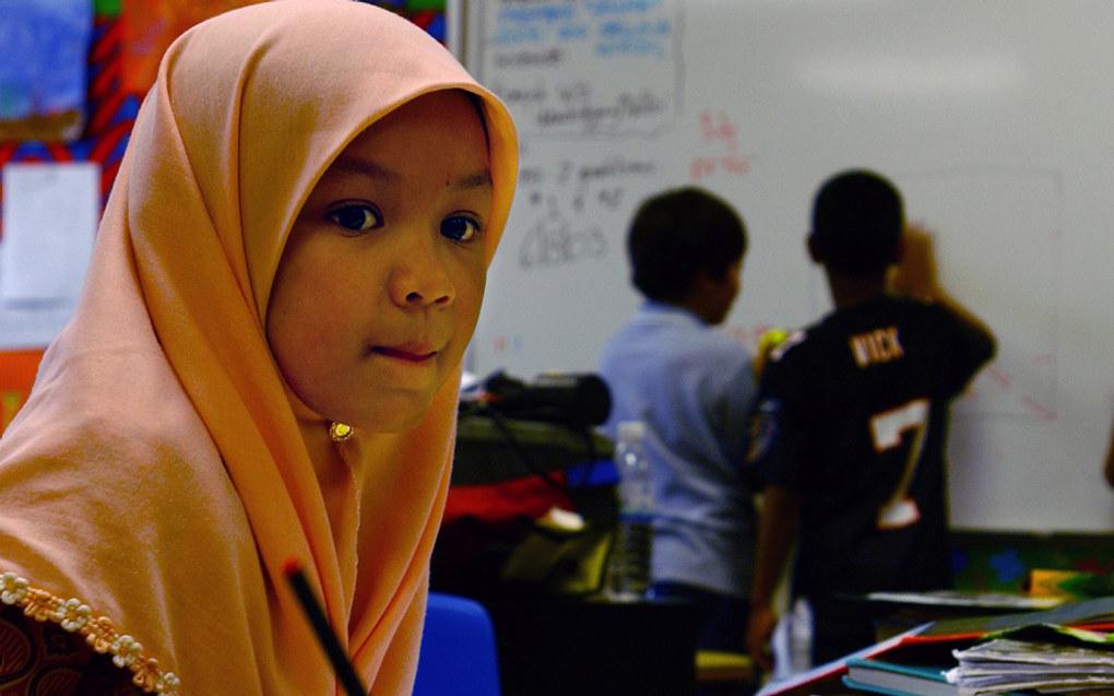 – Når Sylvi Listhaug vil forby bruk av hijab i barneskolen, skaper hun mange problemer, skriver Richard Edvardsen. Foto: Wikimedia Commons / Shane T. McCoy