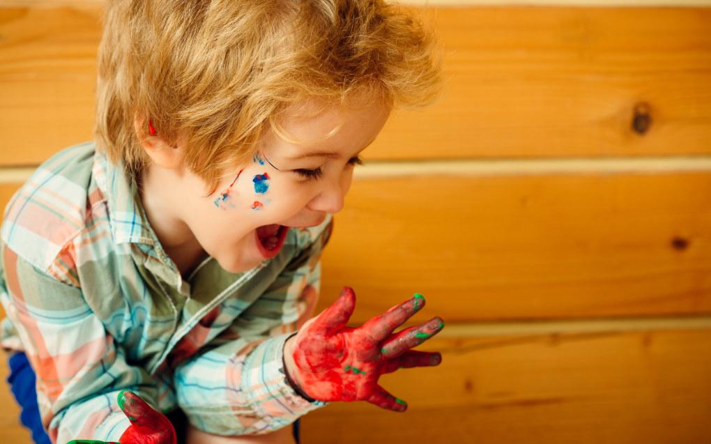 Barnehagebarna må få lov til å utforske, eksperimentere og skape, uten at det må være et mål med det, annet enn at det er en handling som gir mening for den som gjør det skapende uttrykket, skriver Iselin Dagsdotter Sæterdal i Første steg Illustrasjon: Fotolia.com