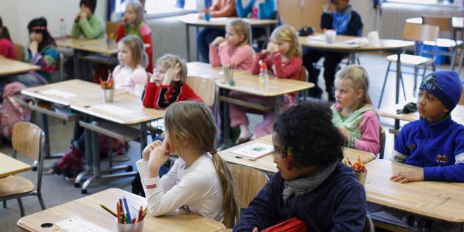 Barn i klasserom