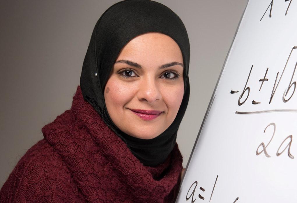 Hanan Abdelrahman vant den gjeve Holmboeprisen for beste matematikklærer i 2017 og sier hun lever og ånder for matematikk. Foto: Erik M. Sundt