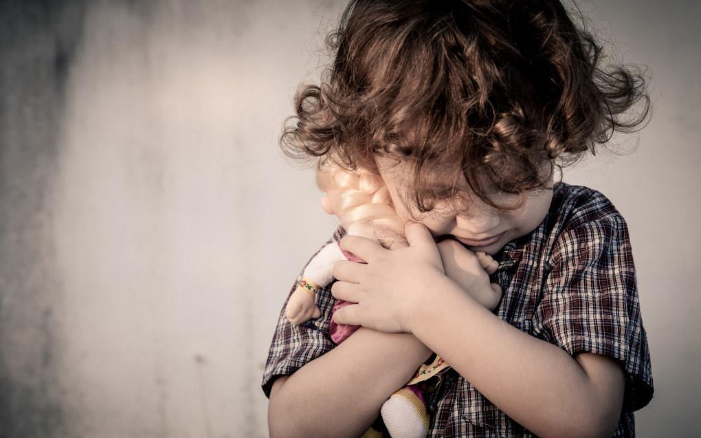 – Det bør vekke bekymring når barnet viser tegn på endring i adferd, har dårlig kontaktevne, virker apatisk, er ukritisk i kontakt med ukjente, klager over diffuse smerter i hode, mage eller underliv eller har mangelfull hygiene, skriver artikkelforfatterne. Foto: Fotolia.com