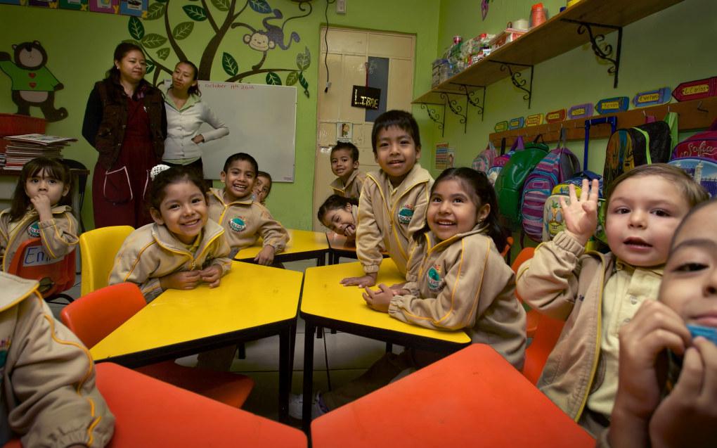 I Mexico er det obligatorisk med treårig førskole, fra barna er tre til seks år. Hvert alderstrinn er i en gruppe på inntil 25 barn, som 5-åringene her. Foto: Marco Aguilar