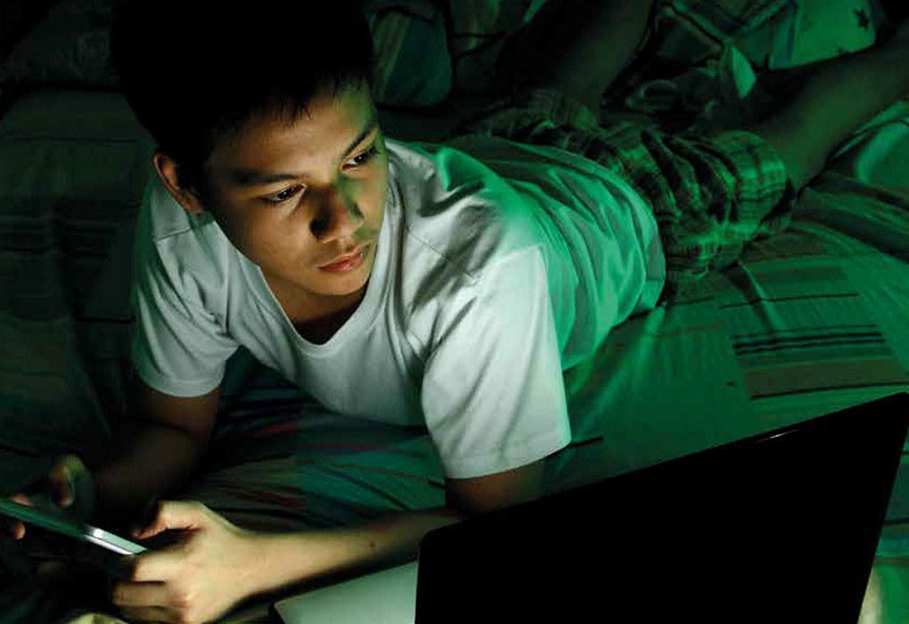 - Lyset fra den elektroniske skjermen forstyrrer søvnen, skriver Solveig Bru Egeland. Foto: Istock