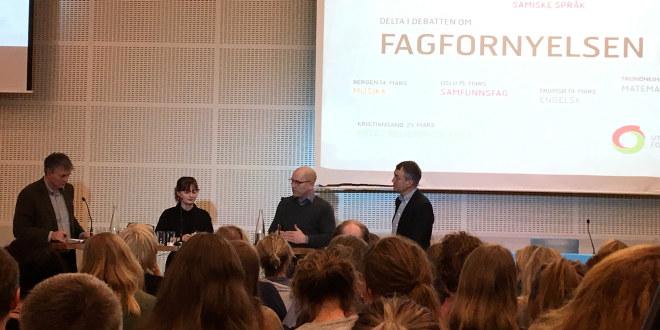 Fra venstre: Bjørn Haugstad (Kunnskapsdepartementet), Live Trondstad (Elevorganisasjonen), Steffen Handal (Utdanningsforbundet) og Aslak Bonde (programleder).
