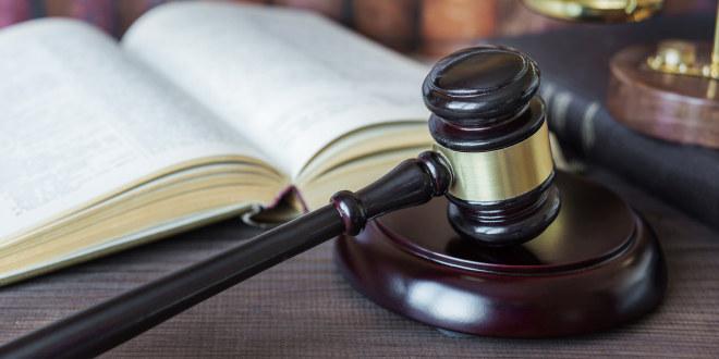 Dommerklubbe og lovbok