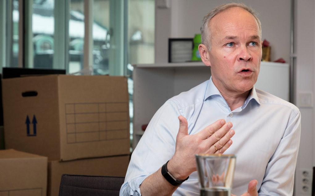 Jan Tore Sanner har fortsatt flytteeskene stående på sitt nye kontor i Kunnskapsdepartementet. Det er mye som skal på plass, og mye som skal læres, når en statsråd bytter kontor. Foto: Werner Juvik