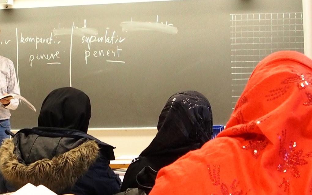 I artikkelen om lærernes rolle rundt norsk- og samfunnskunnskapsprøvene i settes fingeren på et viktig tema, men det er ikke lærerne i voksenopplæringen som avgjør hvem som får statsborgerskap, skriver Brikt Julian Utstrand Sagbakken i Kompetanse Norge. Arkivfoto: Utdanning