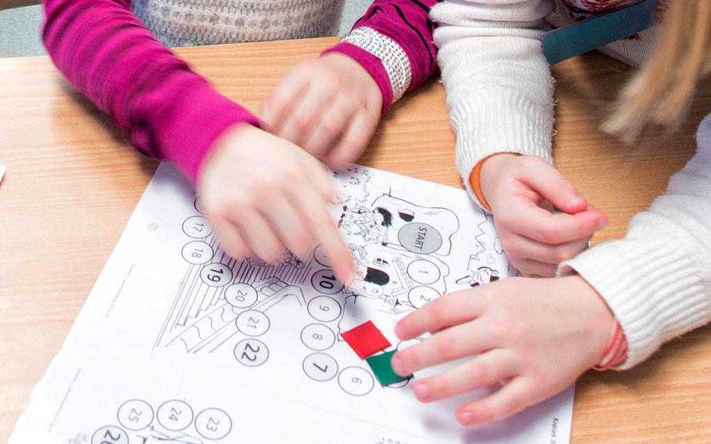 I dag tar det for lang tid før barn og unge får hjelpen de trenger. Elevene får ofte tilbud først i ungdomsskolen, mens det burde skjedd i barnehagen eller på barneskolen. Systemet virker i tillegg ekskluderende. En av tre elever som får spesialundervisning blir tatt ut av klasserommet, skriver Heidi Aabrekk. Arkivfoto: Utdanning