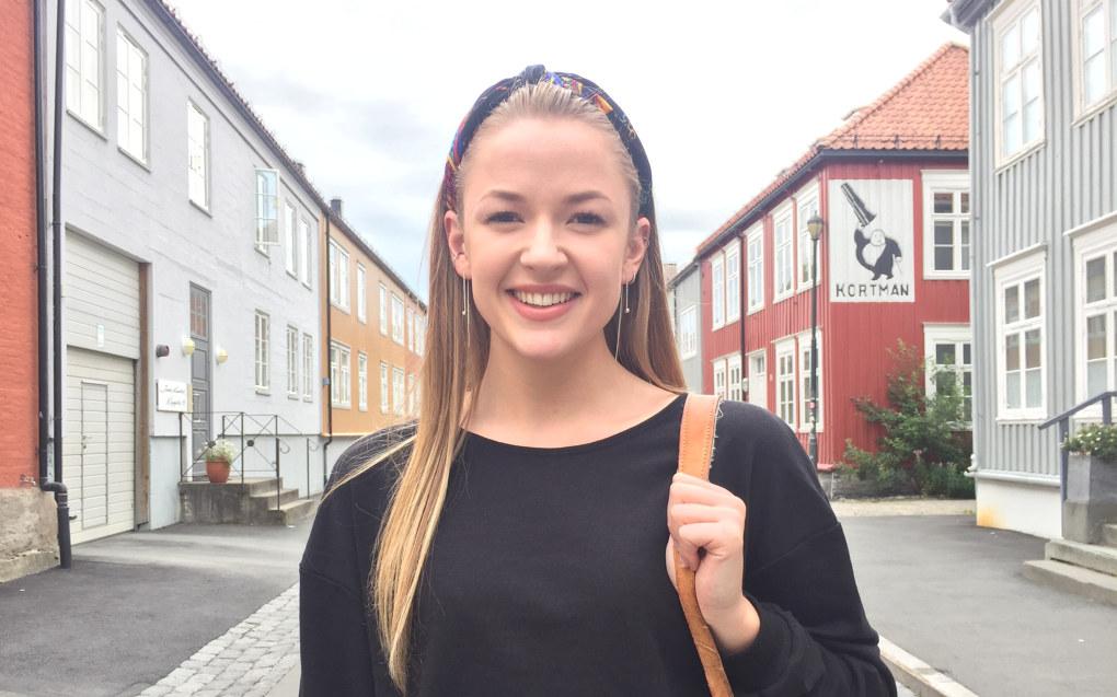 Åshild Krogsrud har langt over fem i karaktersnitt og søkte lektor i engelsk-utdanningen ved Norges naturvitenskapelige universitet i Trondheim. Der kreves det 51 studiepoeng, men man må også ha fire i matematikk. Det har ikke Åshild. Foto: Dagfinn Krogsrud.