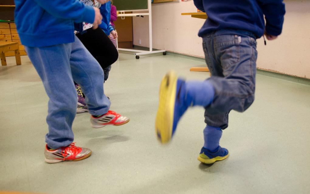 Aktive barn har alle muligheter til å utvikle seg bra hvis de får ros fra omgivelsene og utløp for energien sin, konkluderer forsker Silje Bårdstu i Folkehelseinstituttet. Ill. foto: Torkjell Trædal