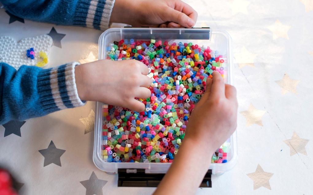 Hittil i år har det dukket opp flere studenter til barnehagelærerstudiene i Norge enn det er plass til. - Jeg synes en bør se på muligheten for at barnehagelærere igjen kan jobbe i skolen, sier en forsker. Arkivfoto: Utdanning