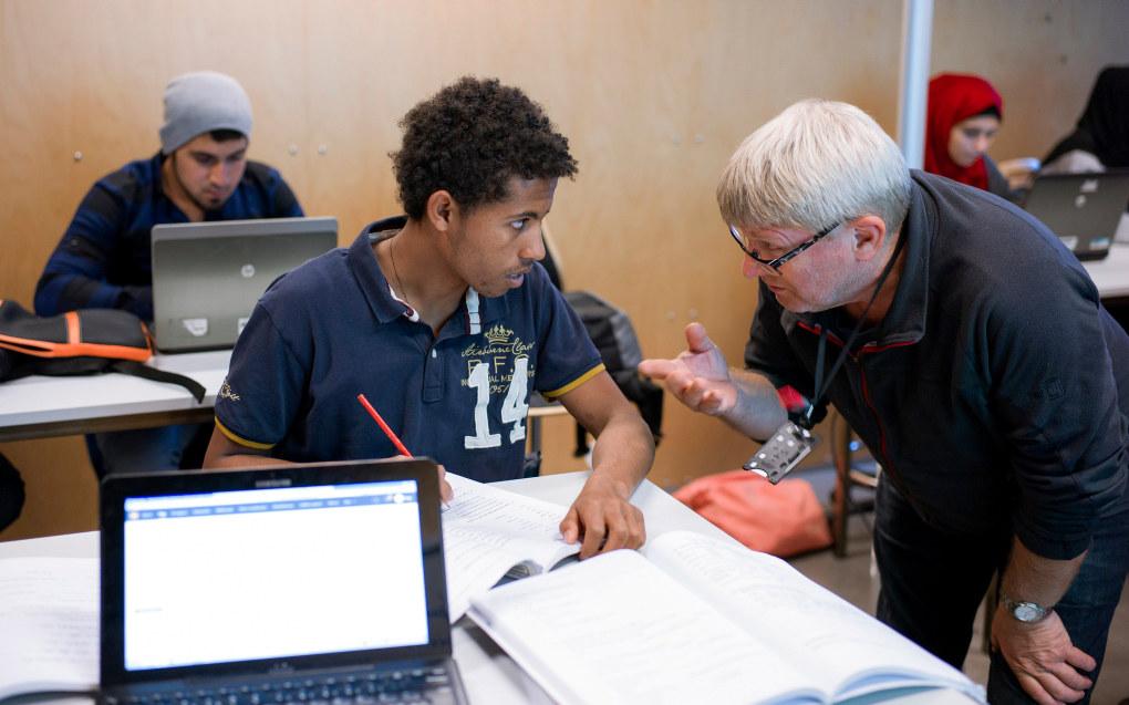 Regjeringen vil øke bevilgningene til kombinasjonsklasser, som er et tilbud til ungdommer som kommer til Norge uten fullført grunnskoleutdanning. Ill. foto: Erik M. Sundt
