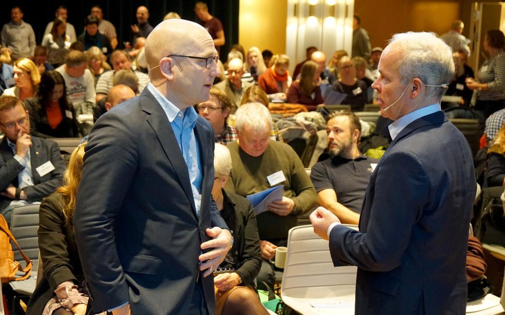 Utdanningsforbundets leder Steffen Handal (til venstre) og kunnskapsminister Jan Tore Sanner på skolelederkonferansen i Bergen. Foto: Marianne Ruud