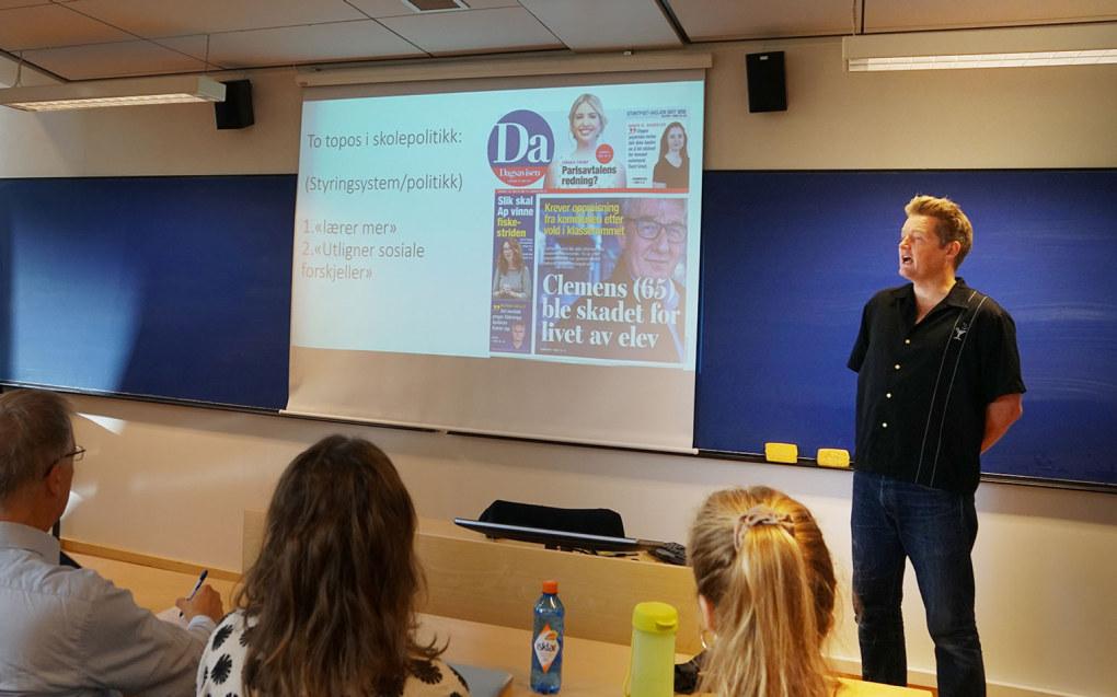 Simon Malkenes foreleste for masterstudenter i politisk retorikk på Universitetet i Oslo. Foto: Marianne Ruud