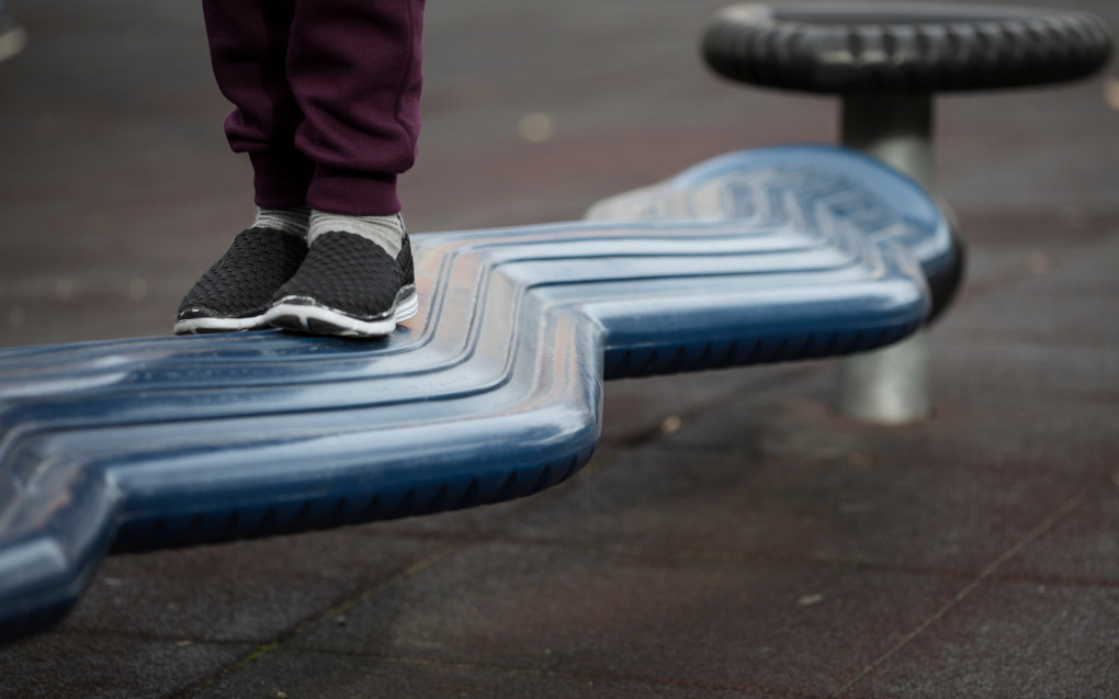 Hjernen til barn er en bevegelsesmaskin under utvikling som stimuleres gjennom de utfordringene den får i bevegelsesleik, skriver Asbjørn Flemmen. Illustrasjonsfoto: Maja Ljungberg Bjåland