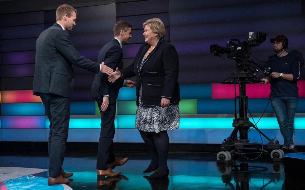 Statsminister Erna Solberg (H), hilser på nestleder i KrF, Kjell Ingolf Ropstad, i forbindelse med en debatt på NRK 3. november. Foto: CICILIE S. ANDERSEN, VG