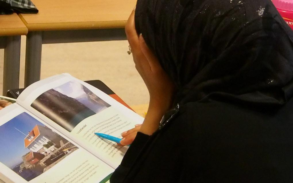 Dagens opplæringslov sier at norskopplæring skal gis inntil en elev har fått tilstrekkelige norskferdigheter til å følge ordinær læreplan i norsk. Men dette praktiseres ulikt. Arkivfoto: Utdanning