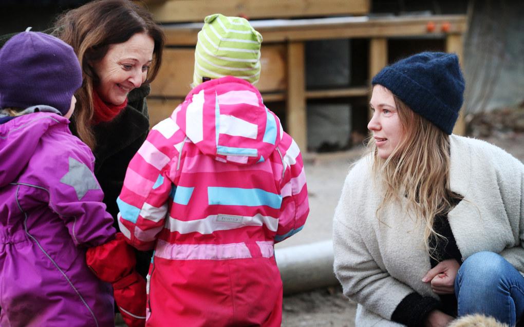 – Vi må tåle et kritisk blikk på barnehagen for å sikre kvaliteten for alle barnehagene i Norge, sier styrer Elin Kindem og barnehagelærer Anita Strømme i Tørtberg Kanvas-barnehage. Foto: Jørgen Jelstad.